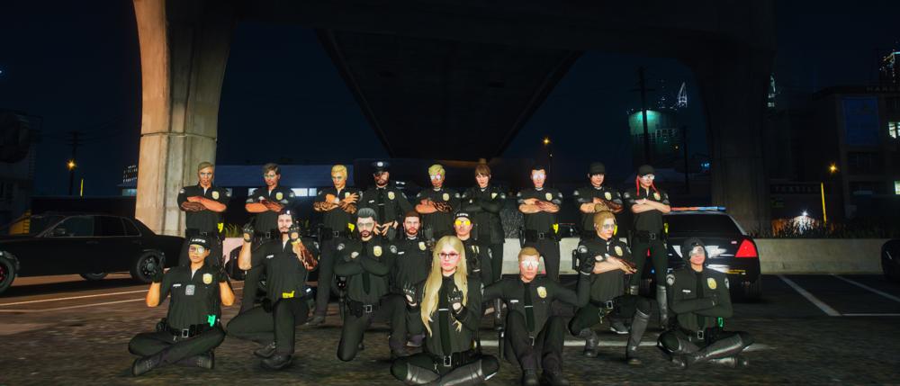 Eine Team von Ingame-Polizisten auf einem Gruppenfoto